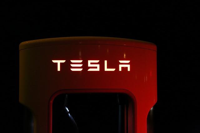 Tesla samořiditelné auto?