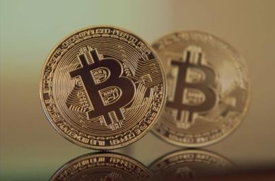 Bitcoin překonal hranici 10.000 dolarů za jednotku